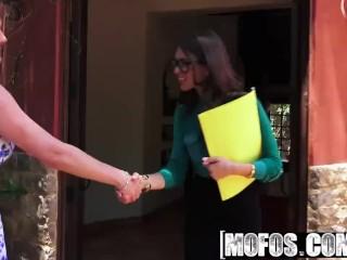 Mofos - Pornstar Vote - Riley Reid Doesnt Wear Panties starring Riley Reid