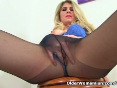 English milf Ashleigh gets...