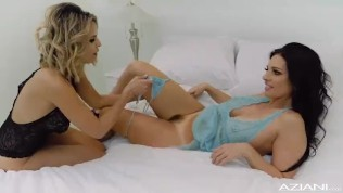 Kissing Cousins Milfs play together for the first time