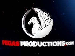 Pegas Productions - Premier DP pour la Busty Milf Kelly Lee