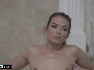 Euro Socialite Samantha Johnson gets a DP & cum facial
