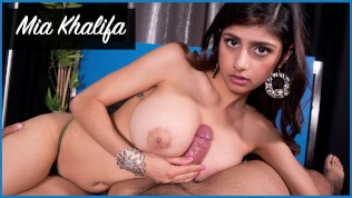 BANGBROS – Mia Khalifa Looks Stunning As She Gets Her Arab Pussy Stretched By Carlo Carrera