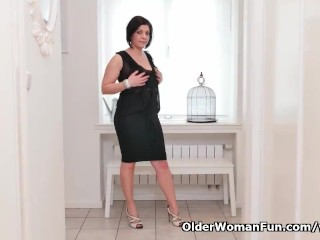 Euro milf Nicol rubs her neatly trimmed pussy
