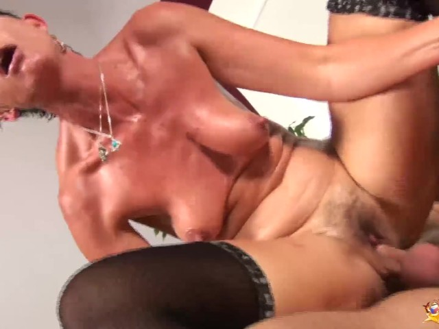 White amateur bbw cumming on dildo