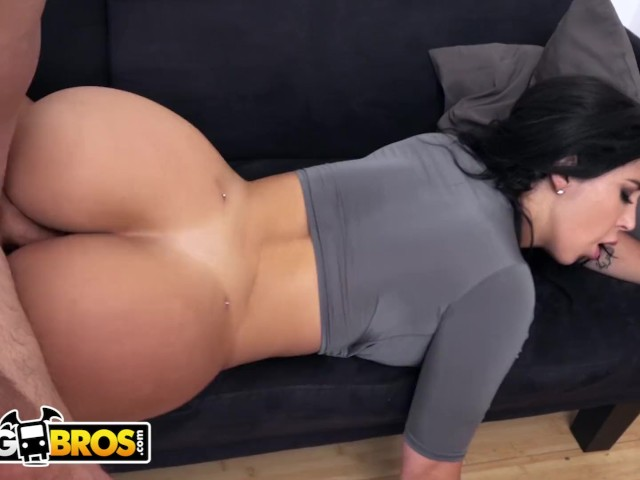 Porn pussy posing ebony
