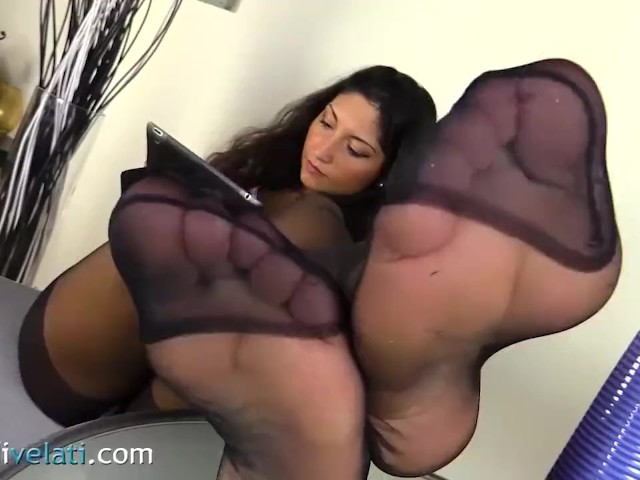 Teen Brunette In Black Pantyhose And Converse All Star Shoes - Free Porn Videos - Youporn-6583