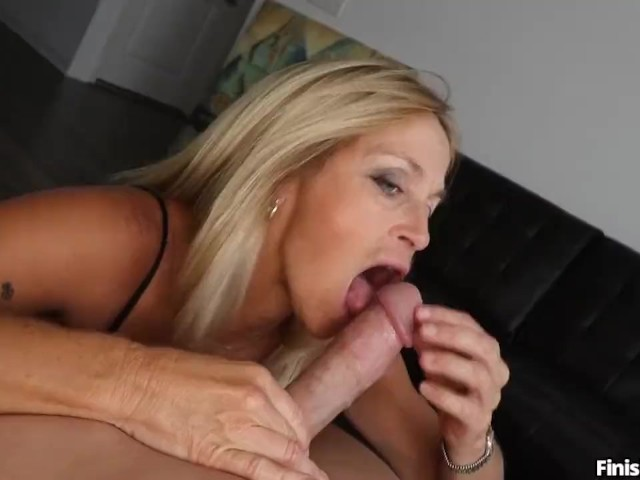 Young Guy Eats Milf Pussy