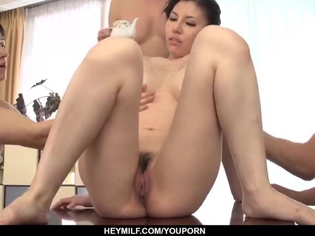 Asain milf pornó