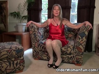 American milf Lucky has lots of fun with a red dildo