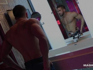 Straight Solo Muscle Hunk Jerks Big Dick In His Glam Lodge