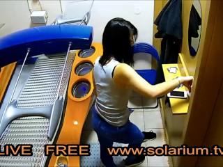 Horny Girl playing Pussy und Masturbation on real Public Solarium