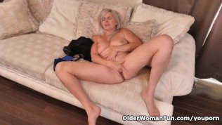 Canadian milf Velvet Skye finger fucks her sweet matured pussy