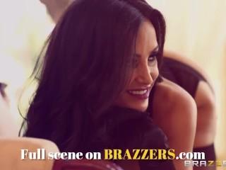 BRAZZERS - Slutty cheerleader  Jenna Presley gets fucked on the Bathroom Floor