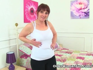 British milf Beau Diamonds lowers her leggings and plays