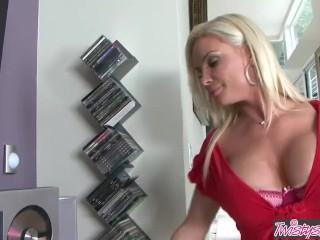 Twistys - Busty blonde Milf Diamond Foxxx is a Maid I'd Like To Fuck