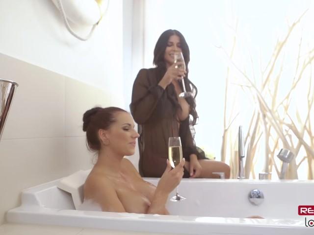 Squirt Vibrator Lesbischer mit Celeste Star