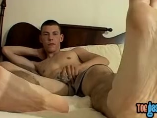 Skinny Cooper Reaves shows off feet while stroking solo