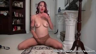 American milf Heidi fingers her pantyhosed pussy