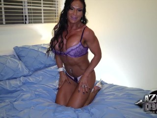 Muscle/huge on clit vib pussy
