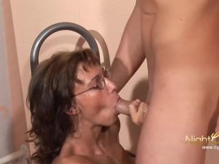 Deutsche Hausfrauen drehen am Mittag Pornos