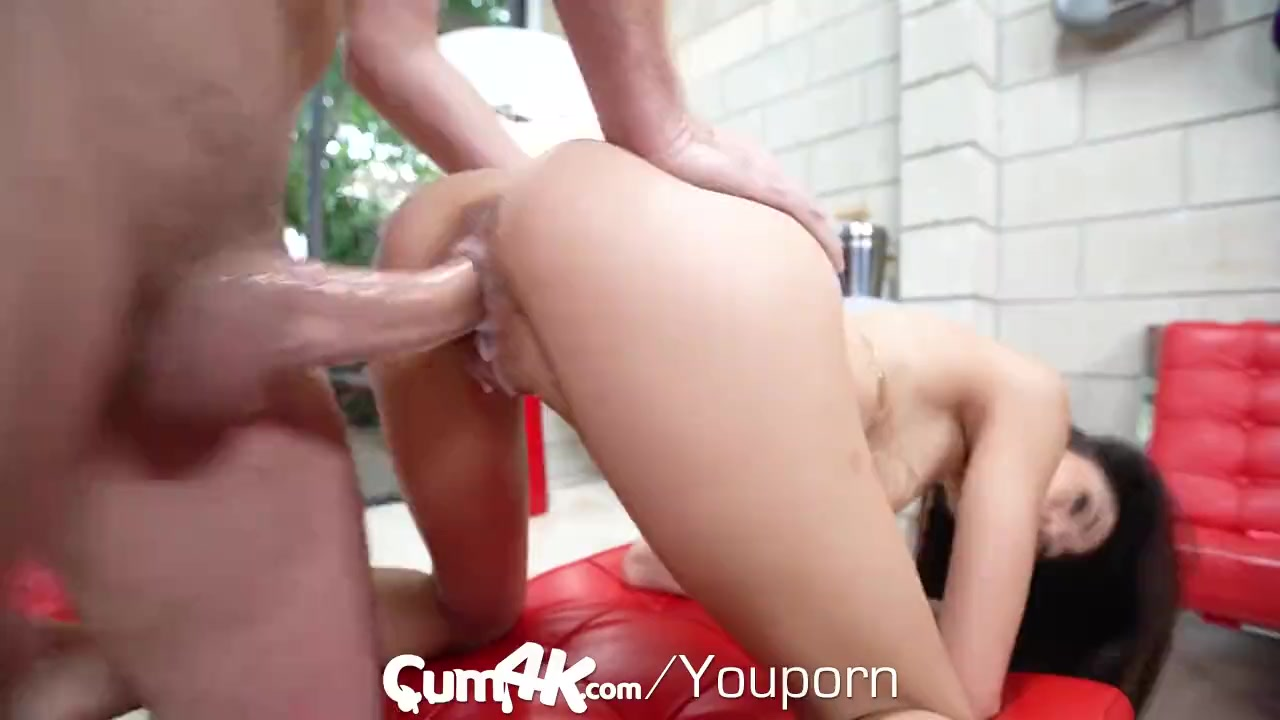 Brunette mom creampie bringing out the