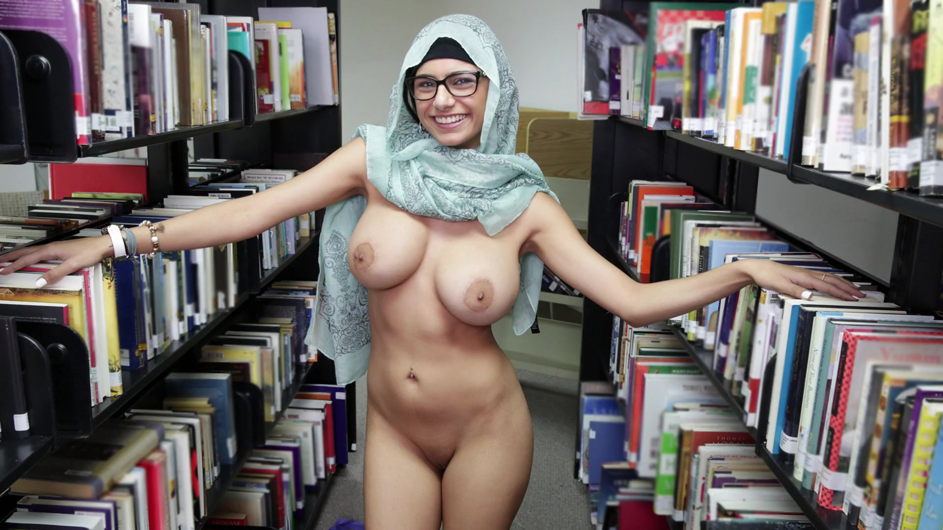 Mia khalifa nude having bed sex pics
