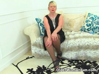 English granny Elle forces her fingers into her old cunt