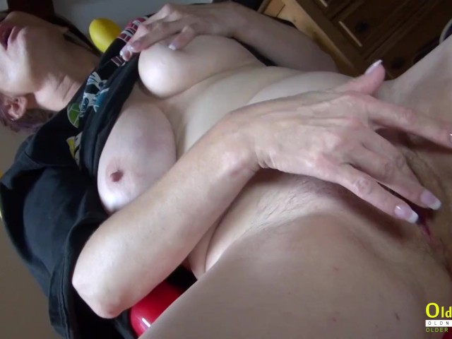 Huge Tits Solo Fingering Pussy
