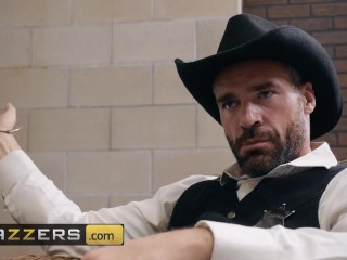 Brazzers - Lela Star fucked the sheriff but she did not fuck the deputy