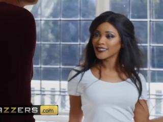 Brazzers - Kiki Minaj wants some big white cock in the shower