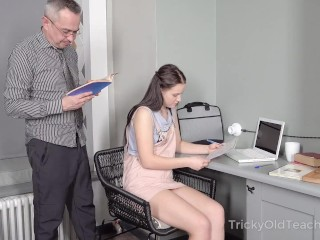 Hottie achieves her goal with the help of hard sex