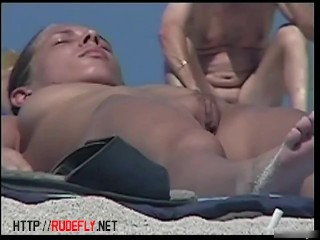 Spy cam of our kinky hunter is working on the beach