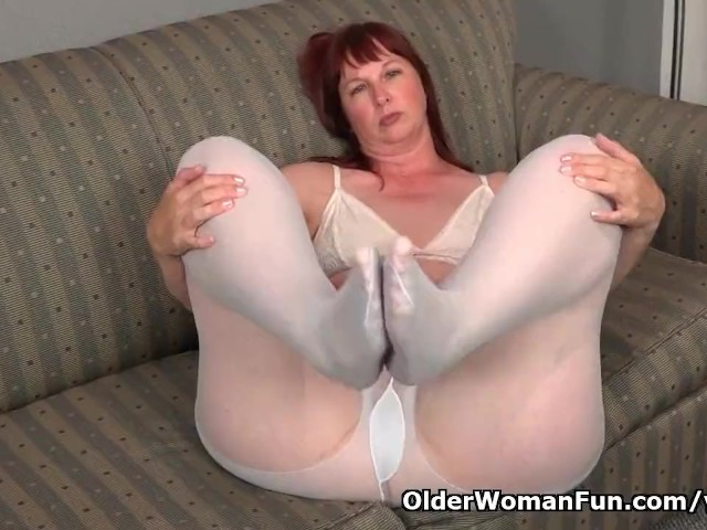 Big Bottomed Milf Scarlett Needs to Rub One Out - Free Porn ...