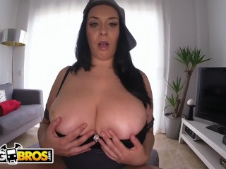 BANGBROS - Thicc And Curvy Seductress Anastasia Lux Showing Off Her Big Tits and Big Ass