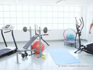 Private.com - Big Butt Latina Briana Banderas Rides Gym Cock