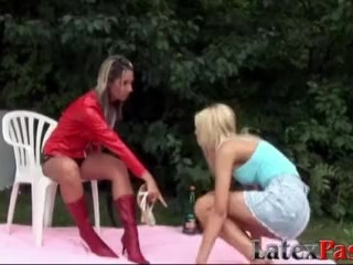 Strap on dyke in latex uses her sex toy to pound a puss hard