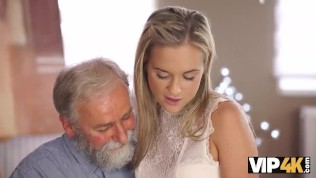 VIP4K. Old dad spends wonderful time with adorable blonde girl