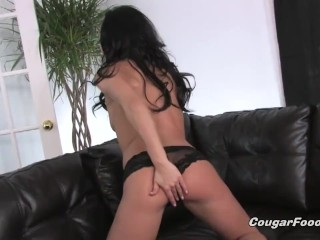 MILF shows how she likes to play with her hole using the toy