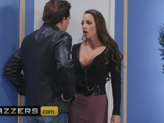 Brazzers - Phat ass Milf teacher Abigail Mac gives student some extra credit