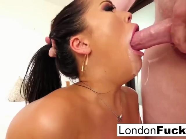 London Keyes Does an Amazing Blowjob
