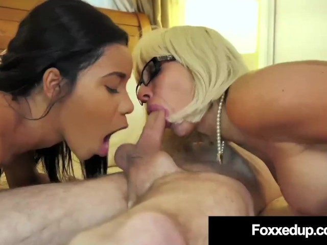 Mom Step Daughter Threesome