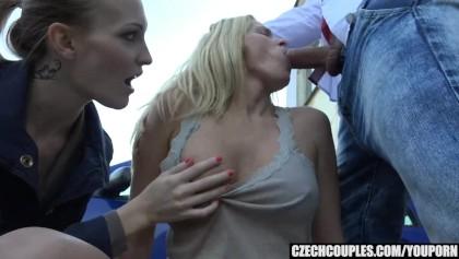 Bikini lesbické porno