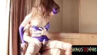 คลิปโป๊ คลิปหลุด XXX  Latex lingerie loving ladyboy getting anal