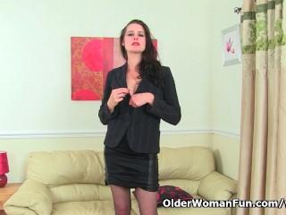English milf Karina gets turned on in nylon tights