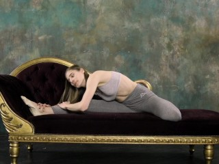 Amateur/gymnastics naked hot lookova with