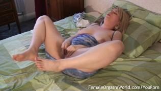 Соблазнительная блондинка киска мамочки киска от ниппель стим