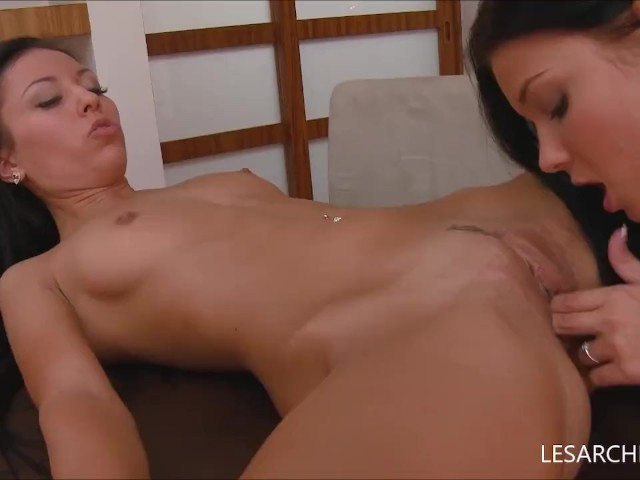 Slow Lesbian Pussy Eating