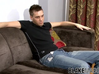 Well hung British amateur strokes his dick on the casting
