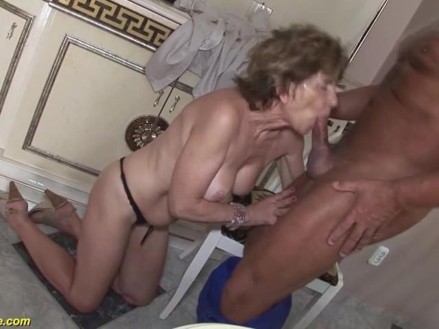 Hottt sexy women gaving blowjobs