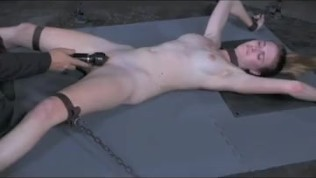 X spread naked and cumming.mp4